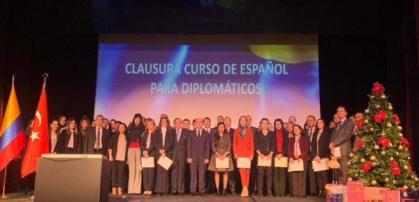 Embajador Riaño presidió el acto de clausura del segundo curso de español para funcionarios públicos de Turquía