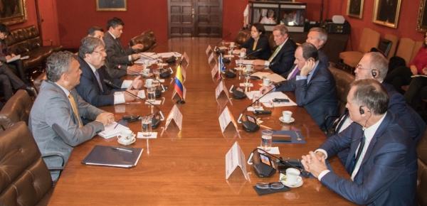 Miembros de la Comisión de Asuntos Exteriores del Senado de Francia y el Canciller Carlos Holmes Trujillo dialogaron sobre la agenda bilateral