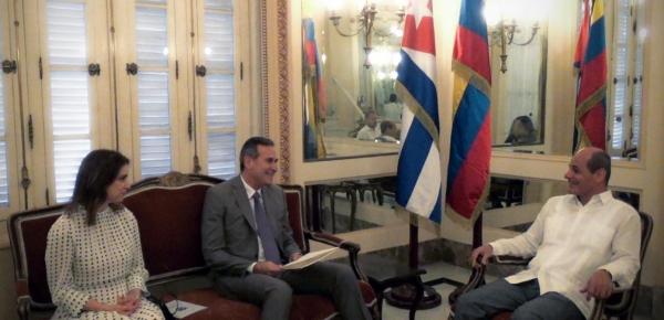 Embajador de Colombia en Cuba, Juan Manuel Corzo Román, entregó las copias de estilo ante la Cancillería cubana