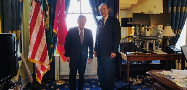 Subsecretario del Tesoro para Asuntos Internacionales de Estados Unidos recibió de manos del Canciller Carlos Holmes Trujillo el Conpes para la atención de la migración