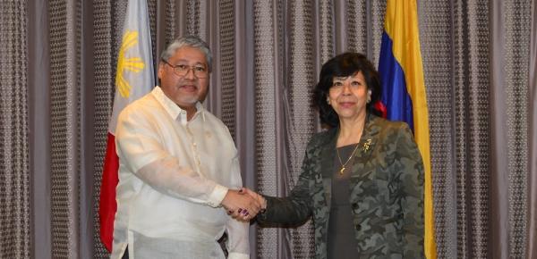 Durante la Reunión del Mecanismo de Consulta Bilateral entre Colombia y Filipinas, la Viceministra de Relaciones Exteriores explicó el impacto causado por la crisis migratoria