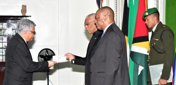 Embajador No Residente de Colombia presentó cartas credenciales ante el Presidente de la República de Guyana