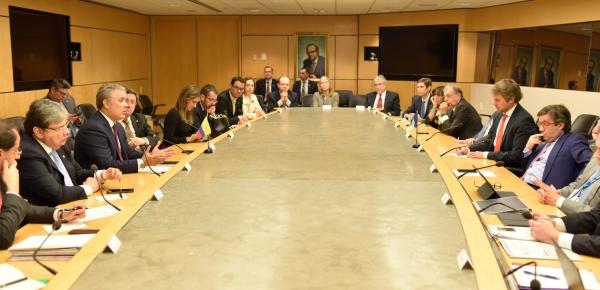 La crisis humanitaria en Venezuela fue uno de los temas abordados por el mandatario Iván Duque Márquez, el Canciller Carlos Holmes Trujillo y el Presidente del BID, Luis Alberto Moreno