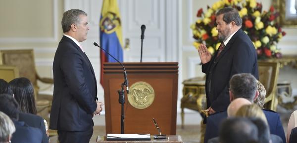 """""""Es un orgullo para mí como Presidente de los colombianos y un orgullo para Colombia que usted ejerza está responsabilidad"""" le dijo el Presidente Iván Duque a Angelino Garzón, nuevo Embajador ante Costa Rica"""