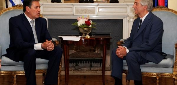El Embajador de Colombia en Uruguay presentó cartas credenciales a Tabaré Vásquez
