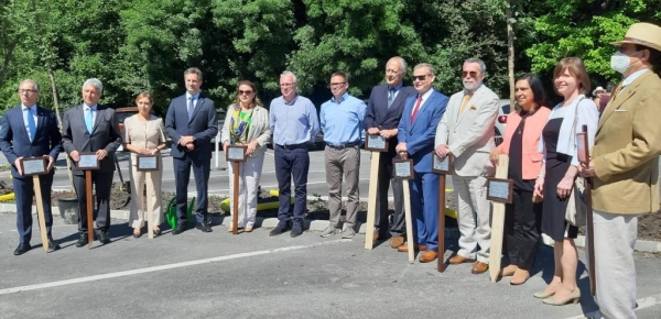 Embajadores de América Latina siembran árboles en el parque Normafa de Budapest