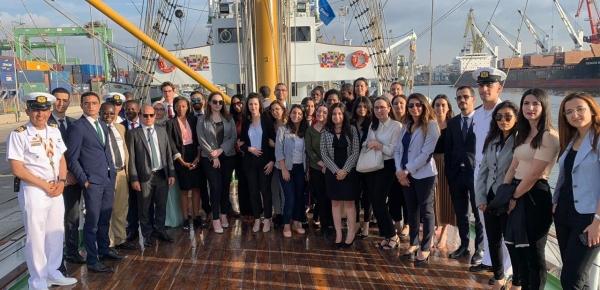 Estudiantes de la Academia Marroquí de Estudios Diplomáticos visitaron el Buque Escuela ARC Gloria y dialogaron con los oficiales, suboficiales y cadetes sobre la Colombia
