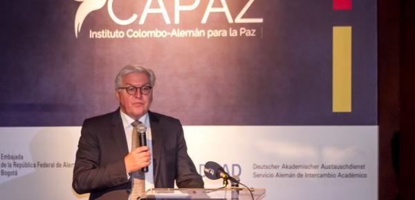 """Así lo aseguró durante el lanzamiento del Instituto Colombo – Alemán para la Paz – Capaz, en el que el Ministro Steinmeier precisó que los """"alemanes tuvimos que aprender a través de nuestra propia historia, que la mirada hacia atrás es muy dolorosa"""", por lo que justamente """"Alemania es su socio para la paz y ahora contamos con un instituto conjunto para la paz""""."""