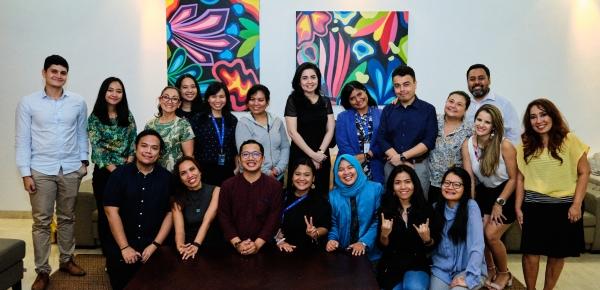 Estudiantes del curso de español de la Asociación de Naciones del Sudeste Asiático aprenden español con la música de los artistas