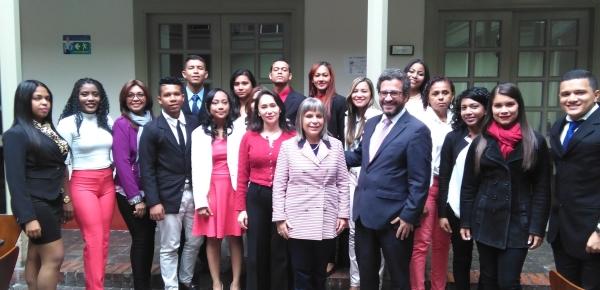 Visita de los estudiantes del Colegio Mayor de Bolívar a la Academia Diplomática