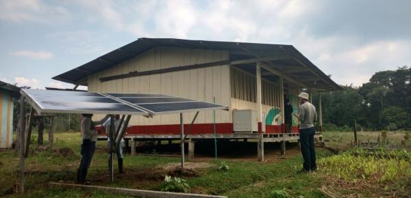 La Cancillería entregó proyecto de energía solar en Jardines de Sucumbíos, Nariño