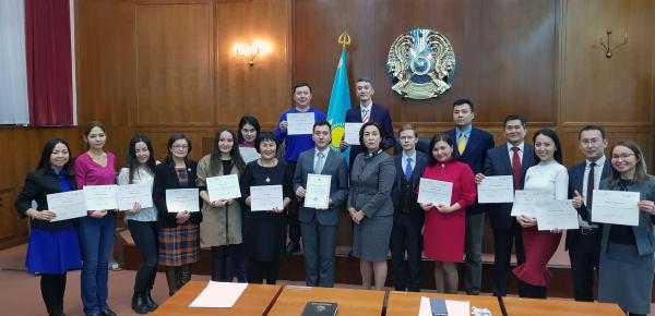 36 diplomáticos y funcionarios públicos de Kazajistán aprendieron español en 2017 gracias al Ministerio de Relaciones Exteriores