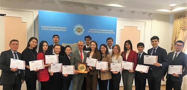 Se realizó la clausura del curso de español para servidores de Kazajistán