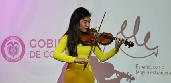 """""""Me impresionó la actitud entusiasta de los colombianos"""", señaló Ji Tingyi, estudiante de China, una de los 98 becarios que participaron en el programa de Enseñanza de Español como Lengua Extranjera"""