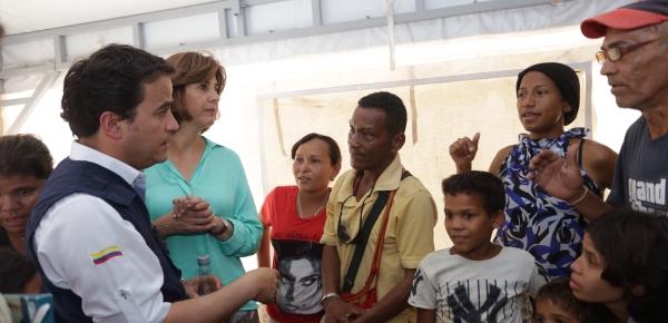 Canciller Holguín visitó la Centro de Atención al Migrante en Maicao