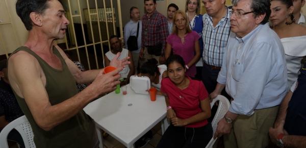 El Canciller Carlos Holmes Trujillo recorrió las instalaciones del Centro de Atención Transitoria al Migrante