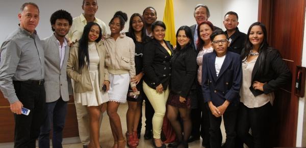 Estudiantes del Colegio Mayor de Bolívar visitaron la Embajada de Colombia en Ecuador con el apoyo de la Academia Diplomática