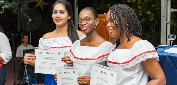 Servidores públicos de Guayana aprenden español gracias a Colombia