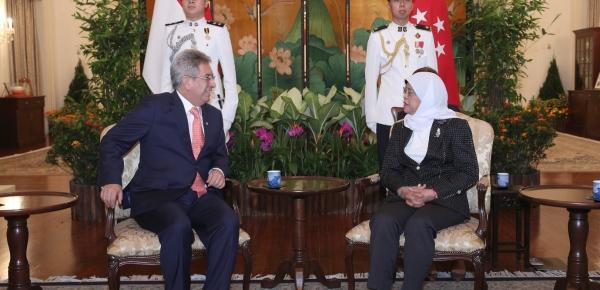 Embajador de Colombia, Manuel Hernando Solano, presentó cartas credenciales ante la Presidenta de Singapur, Halimah Yacob