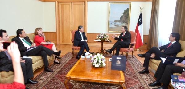 Encuentro del Canciller Carlos Holmes Trujillo con su homólogo chileno Roberto Ampuero, para tratar temas de la agenda bilateral