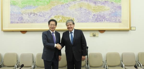 Liga de la Amistad entre Corea y Colombia se reunió en Seúl con el Ministro de Relaciones Exteriores, Carlos Holmes Trujillo
