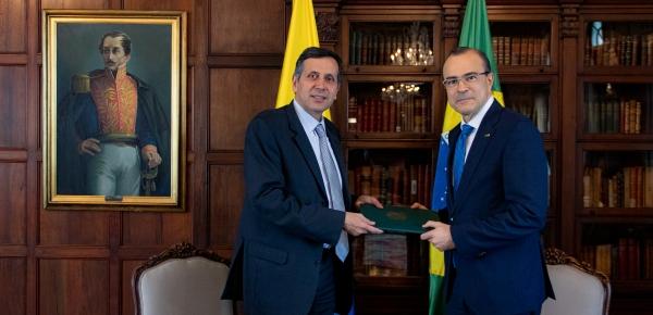 Viceministro Francisco Echeverri recibió copia de cartas credenciales del Embajador de Brasil en Colombia, Luis Antonio Balduino Carneiro