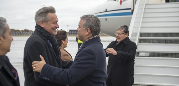 Acompañado por el Canciller Trujillo, Presidente Duque llegó a Francia y entregó declaraciones a medios de comunicación