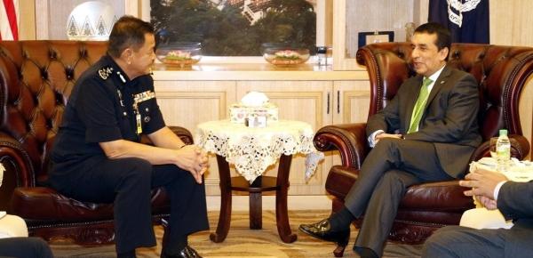 Embajador Mauricio González anunció que las policías de Colombia y Malasia iniciarán diálogos para estrechar lazos de cooperación