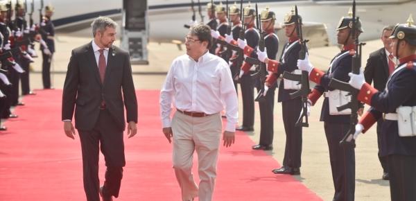 Mario Abdo Benítez Presidente de Paraguay fue recibido por el Canciller Carlos Holmes Trujillo