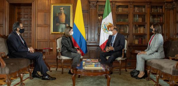 Nuevo Embajador de México en Colombia entregó copias de cartas credenciales a la Canciller encargada, Adriana Mejía Hernández