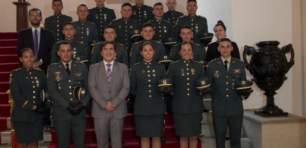 Alféreces de la Escuela Militar de Cadetes General José María Córdova visitaron la Academia Diplomática Augusto Ramírez Ocampo