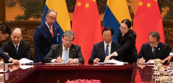 Ministro de Relaciones Exteriores, Holmes Trujillo, firmó cuatro acuerdos en China en materia de repatriación de presos, plan educativo, cooperación económica y canje de notas de donación