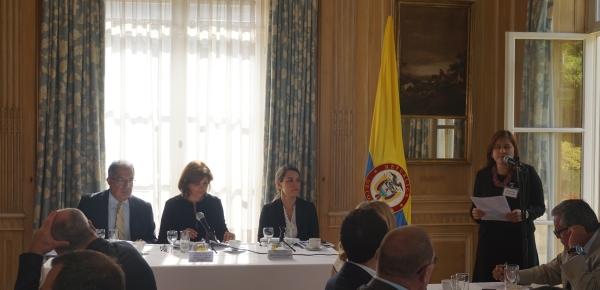 Un encuentro con empresarios belgas sostuvo la Canciller Holguín