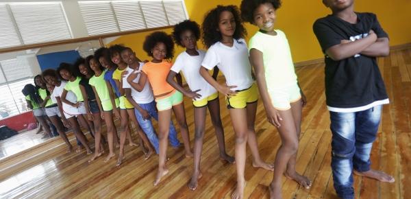 Canciller Holguín felicitó al grupo de baile 'Pacific Dance' de la Casa Lúdica en Tumaco, Nariño