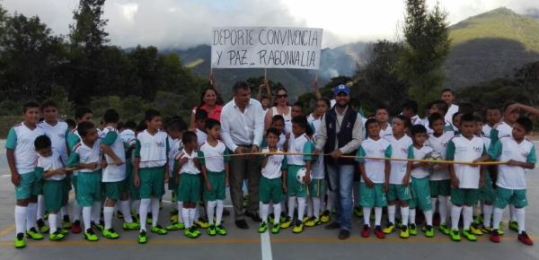 Cancillería inauguró placa polideportiva y entregó uniformes a beneficiarios del Programa Deporte, Convivencia y Paz en Ragonvalia