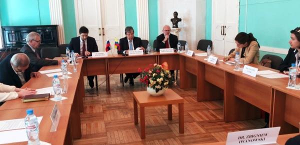 Política exterior de Colombia y situación en la región, temas tratados por el Canciller Holmes Trujillo en charla en el Instituto de América Latina