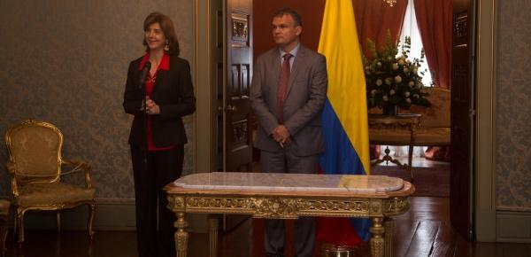 Desde ahora, Plan Fronteras para la Prosperidad es la Dirección para el Desarrollo y la Integración Fronteriza; Canciller Holguín posesionó a Víctor Bautista como su Director