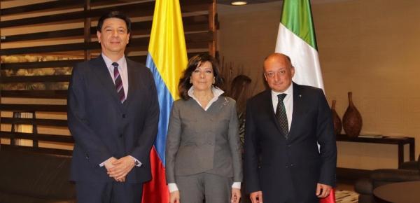 Director de Europa de la Cancillería, Juan Guillermo Castro, recibió a la Presidenta del Senado italiano, Maria Elisabetta Alberti Casellati, quien llegó a Bogotá en visita oficial