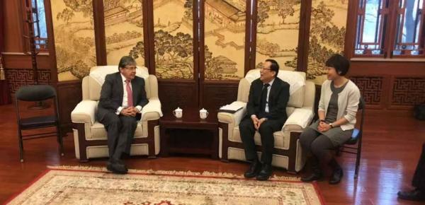 Canciller Carlos Holmes Trujillo abordó temas educativos con el Rector de la Universidad de Pekín, Hao Ping