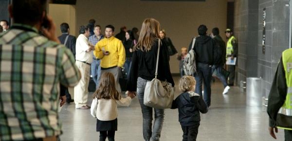 Requisitos que se deben cumplir para viajar con niños colombianos al exterior