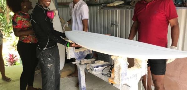Costa Rica fortalece el surf en Colombia