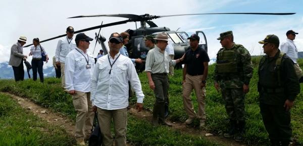 Presidente Santos y Canciller Holguín viajaron al Orejón, el primer lugar intervenido integralmente en marco del posconflicto