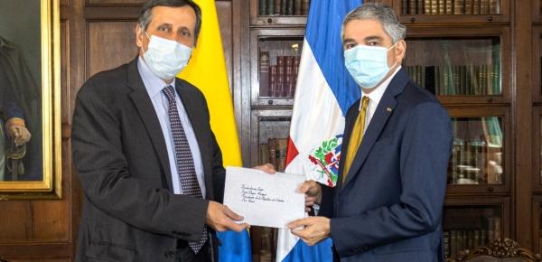 Viceministro de Relaciones Exteriores, Francisco Echeverri, recibió copia de cartas credenciales del nuevo embajador de República Dominicana en Colombia