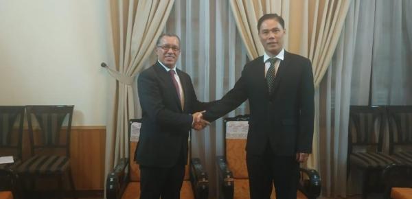 Embajador de Colombia en la República Socialista de Vietnam presentó copias de cartas credenciales