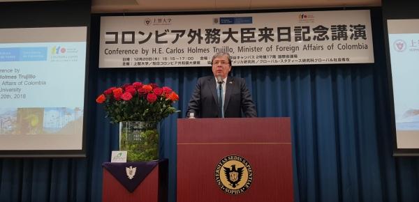 Canciller Carlos Holmes Trujillo realizó una conferencia sobre la coyuntura y política exterior de Colombia en la Universidad de Sofía