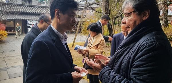 Durante su visita a la ciudad japonesa de Kobe, el Canciller Carlos Holmes Trujillo se reunió con el Parlamentario Yasutoshi Nishumura para impulsar temas claves de la agenda bilateral