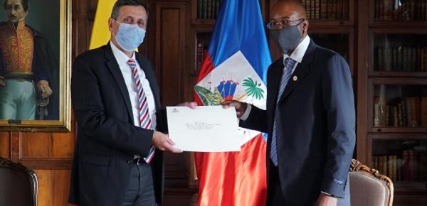 Viceministro de Relaciones Exteriores, Francisco Echeverri, recibió copia de cartas credenciales del nuevo embajador de Haití en Colombia, Jean Mary Exil